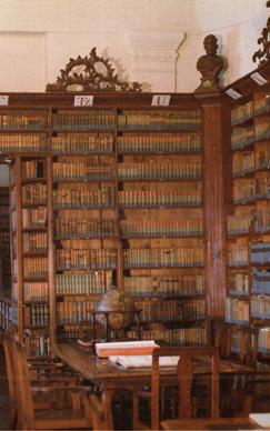 """A pécsi püspökség könyvtára, amelynek 1774-es használati szabályzata ma is érvényes: """"Fizetned semmit sem kell. Gazdagabban távozz, térj vissza gyakrabban."""""""